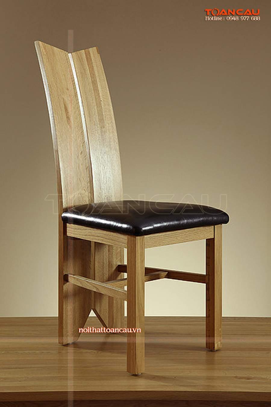 Ghế ngồi bằng chất liệu gỗ tốt nhất rất bền khi sử dụng