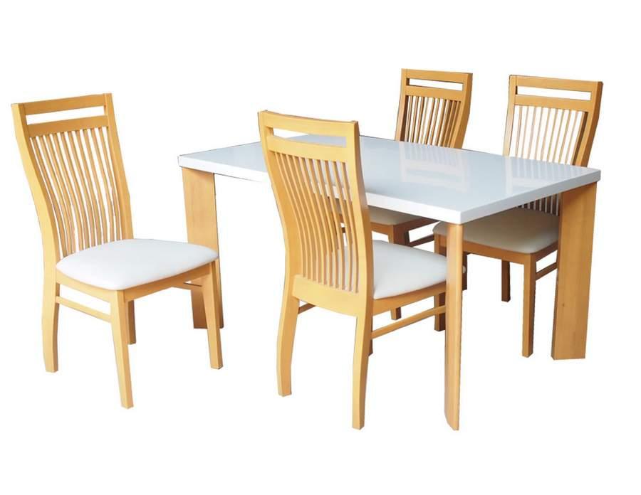 Không gian căn phòng bếp sẽ không thiếu được mẫu bàn ghế gỗ cao su
