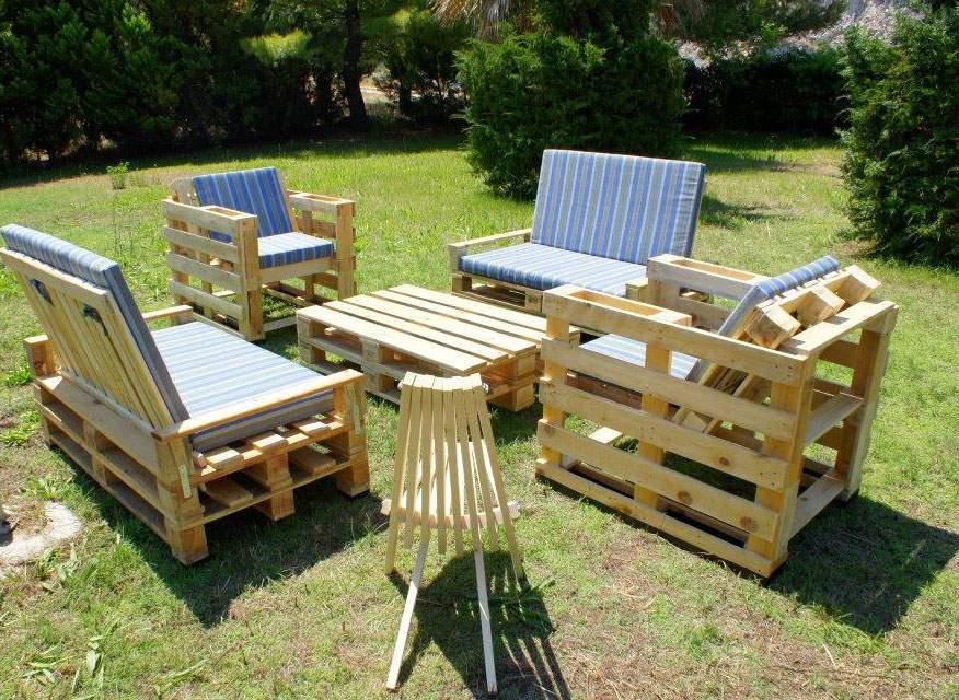 Bàn ghế gỗ thông pallet TC17142
