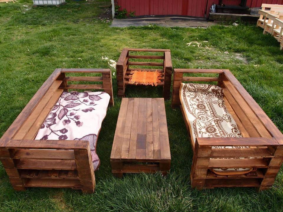 Bàn ghế gỗ thông pallet TC17147