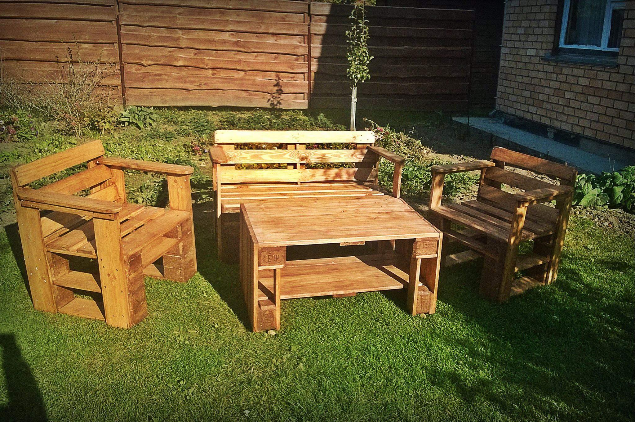 Bàn ghế gỗ thông pallet TC17148
