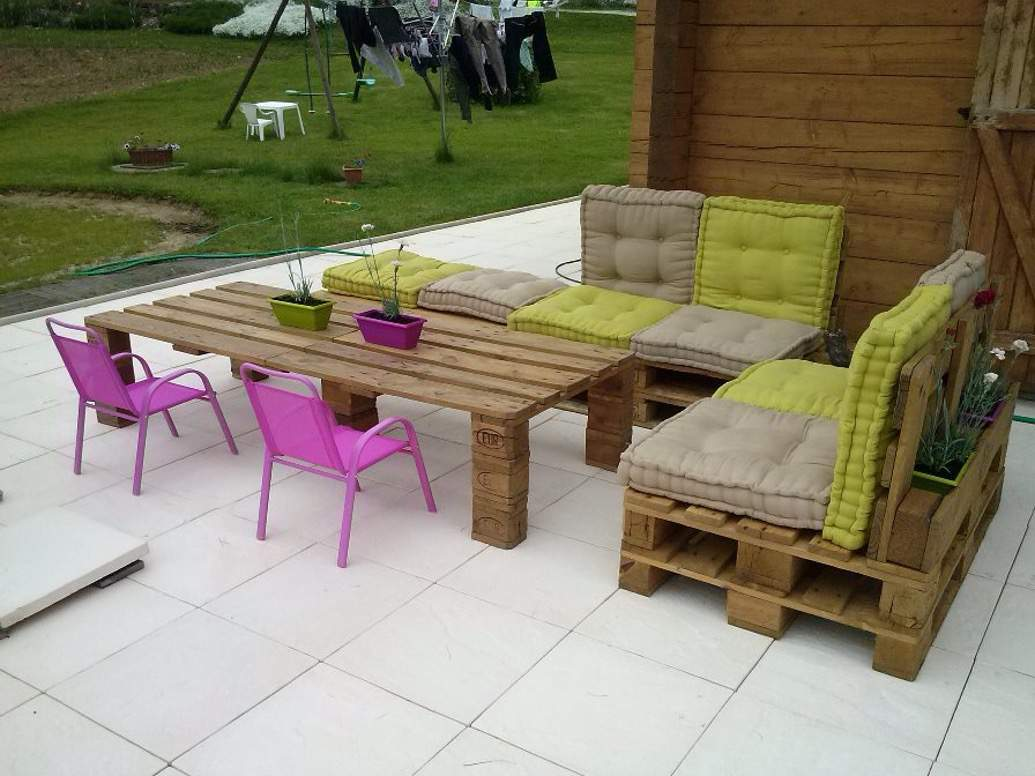 Bộ bàn ghế gỗ thông pallet TC17151