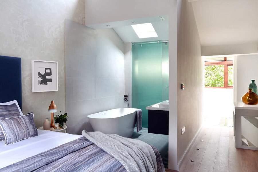 Cách bố trí nhà vệ sinh trong phòng ngủ rất tiện