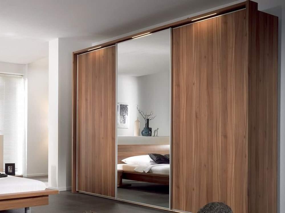 Cách đặt tủ quần áo có gương trong phòng ngủ không nên đặt gương như thế này
