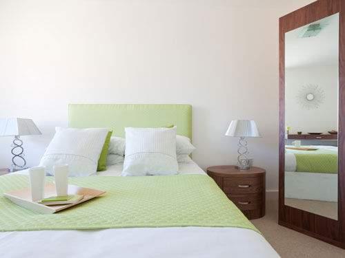Nên tránh cách đặt tủ quần áo có gương trong phòng ngủ