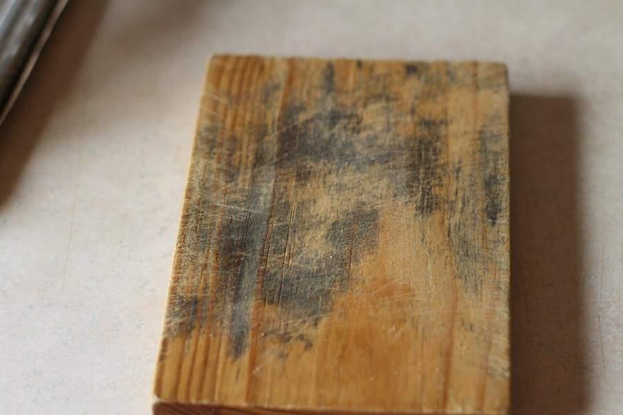Cách làm sạch đồ gỗ bị mốc