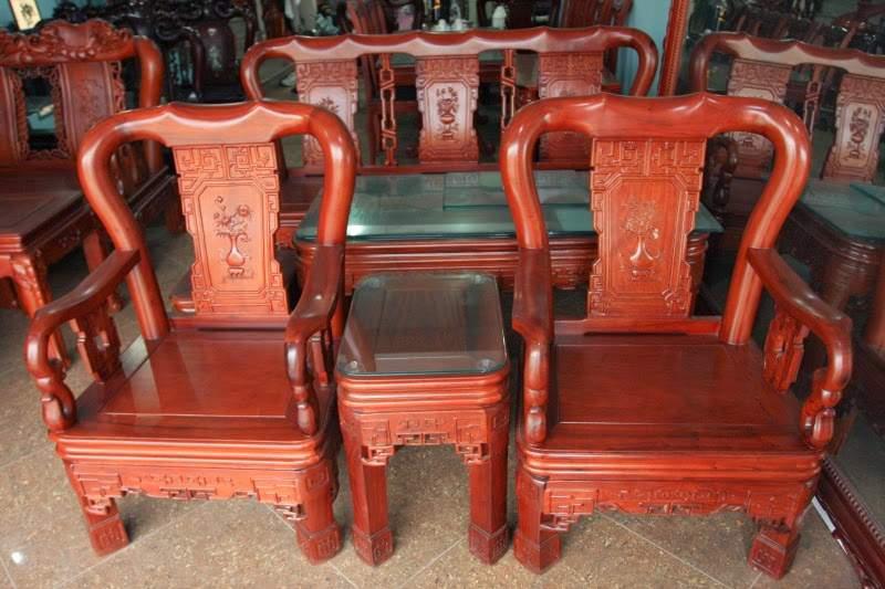 Những bộ bàn ghế làm bằng gỗ hương bền đẹp