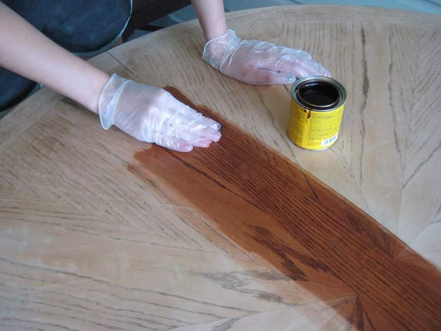 Cách vệ sinh bàn ghế gỗ