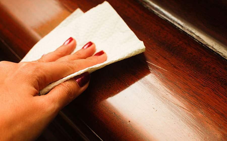 Cách vệ sinh bàn ghế gỗ bền bỉ