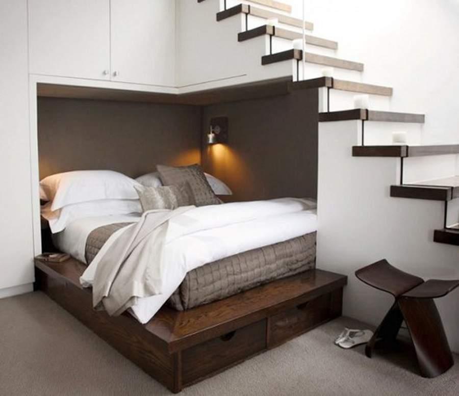 Không nên kê giường ngủ dưới gầm cầu thang