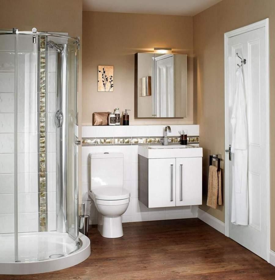 Cửa nhà vệ sinh hướng ra cửa chính