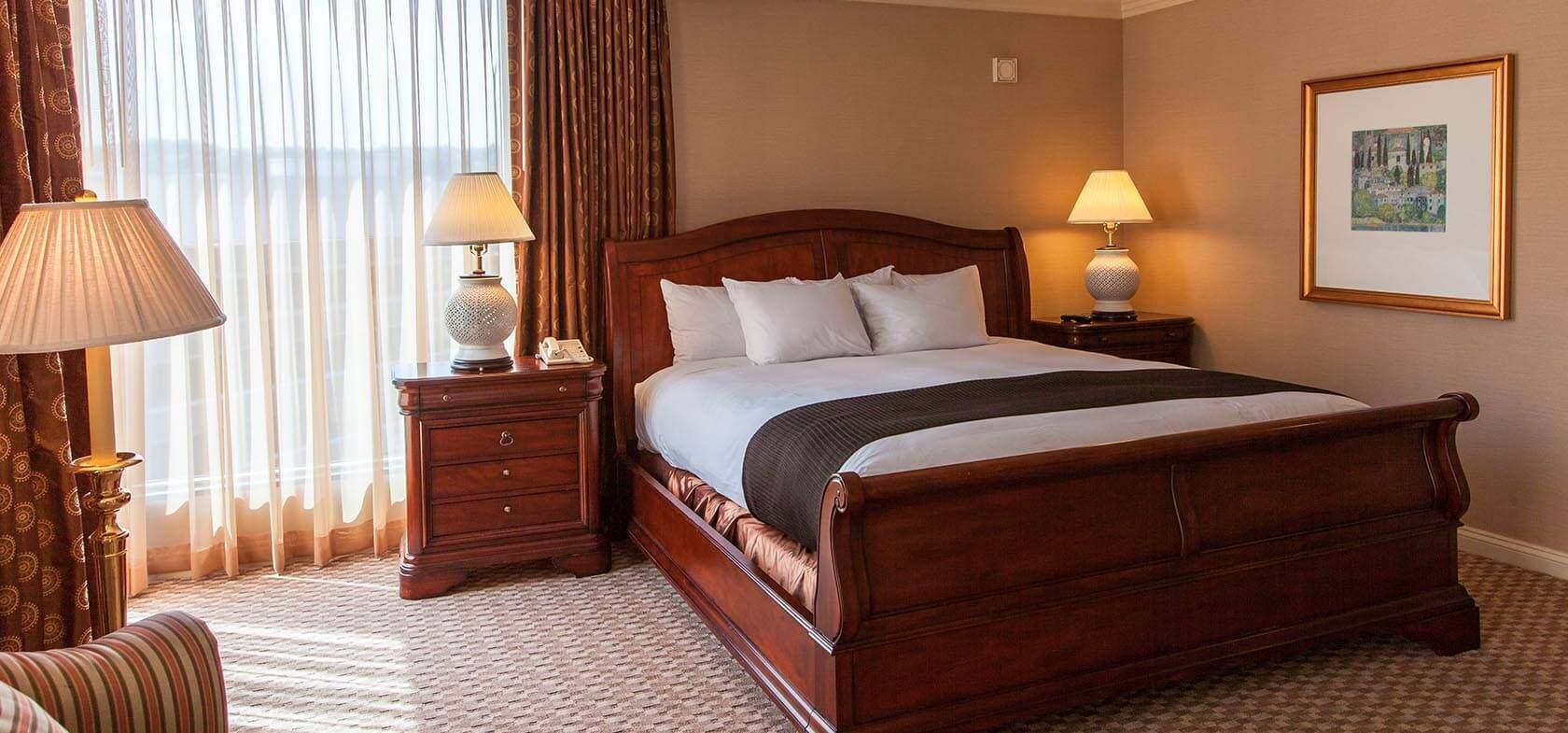 Mẫu giường ngủ gỗ hương – TC16138