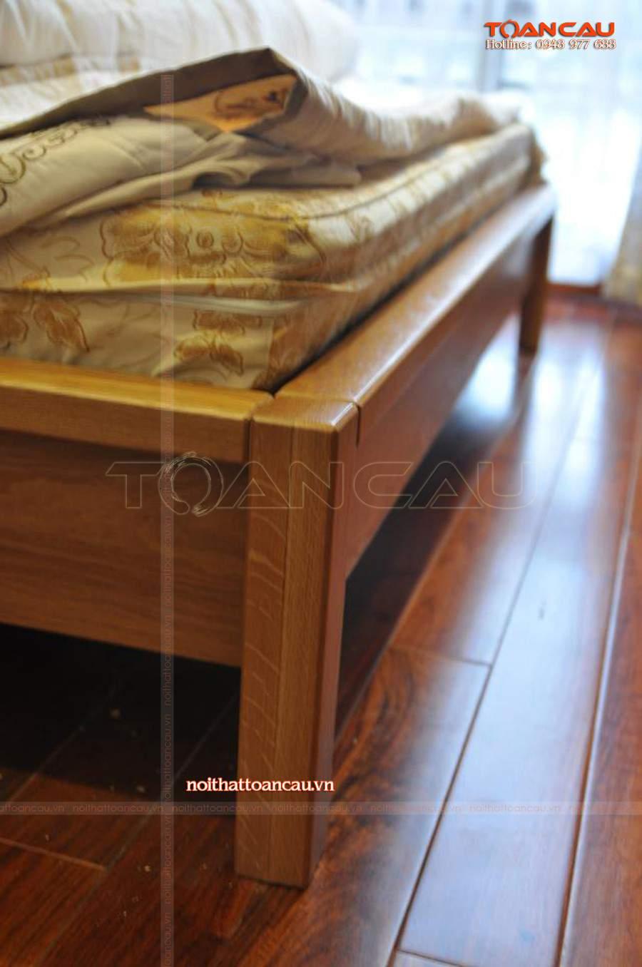 Nội thất phòng ngủ thiết kế bằng gỗ Sồi chắc chắn, chất lượng đảm bảo 100% khi sử dụng.