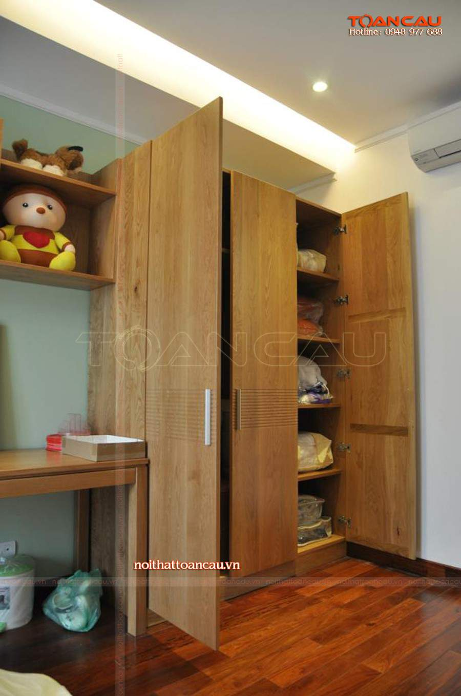 Nội thất phòng ngủ thiết kế bằng gỗ Sồi chắc chắn, chất lượng bền nhất, sử dụng được lâu dài.