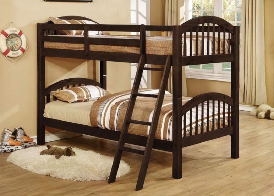 Giường tầng gỗ óc chó rất an tâm cho trẻ dùng