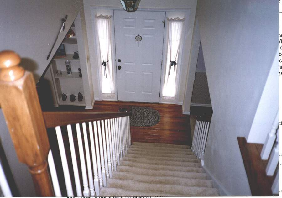 Hóa giải phong thủy cầu thang hướng ra cửa