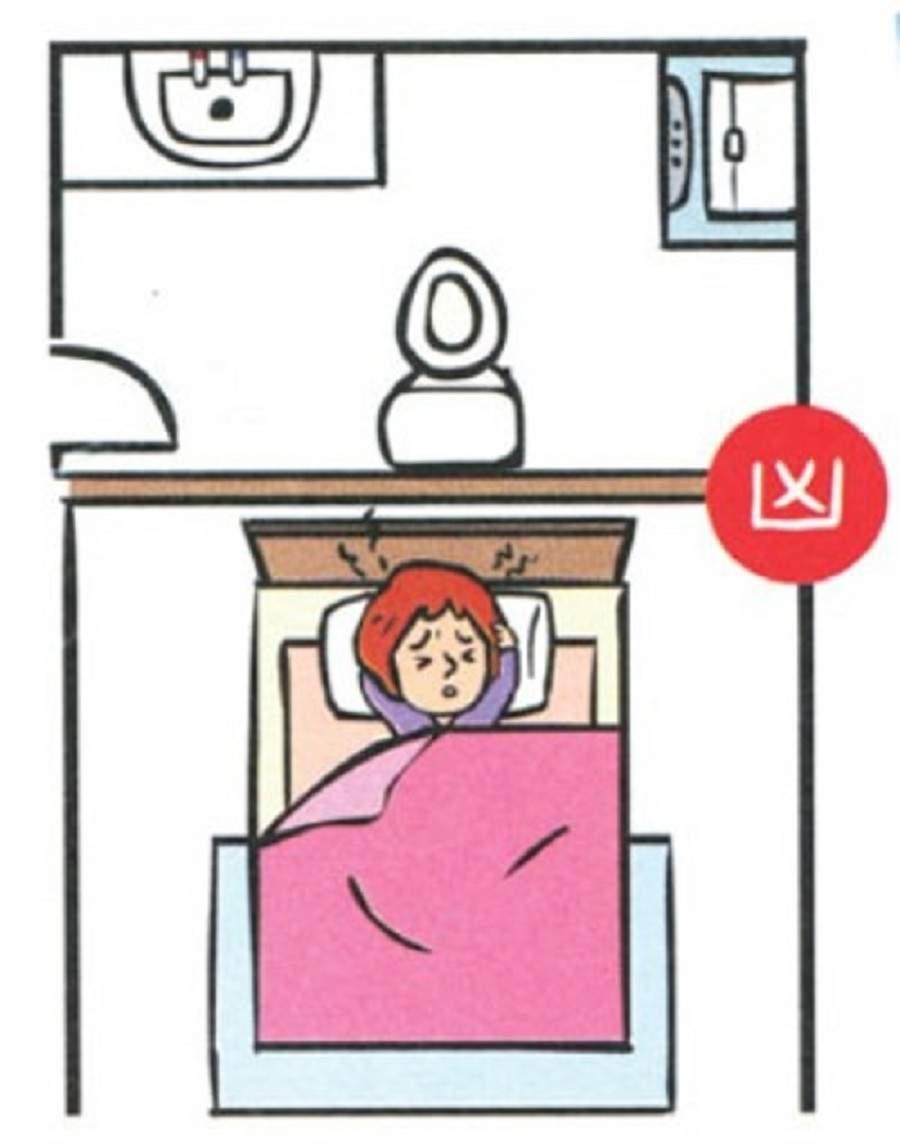 Không kê giường cạnh nhà vệ sinh