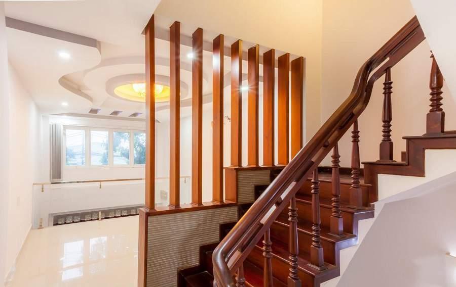 mẫu lan can cầu thang gỗ đẹp cho phong cách hiện đại
