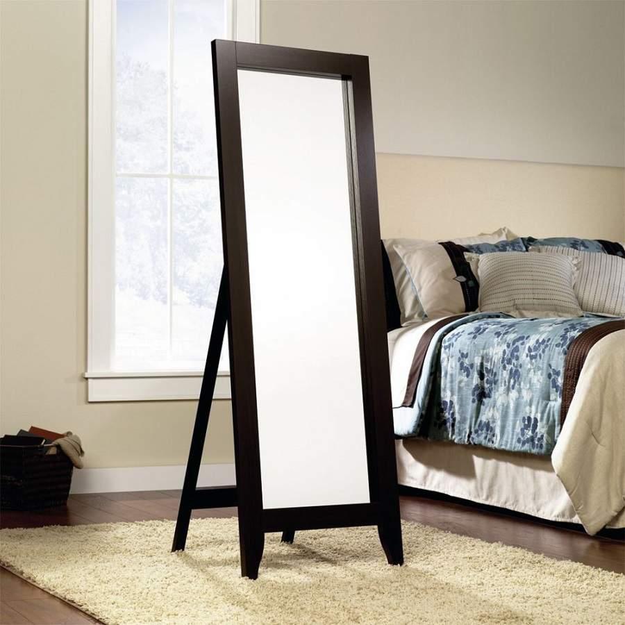 Không đặt gương đối diện cửa phòng ngủ