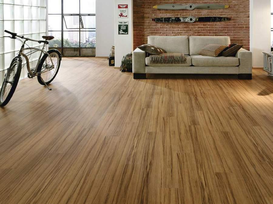 Nên lát sàn gỗ công nghiệp hay gạch