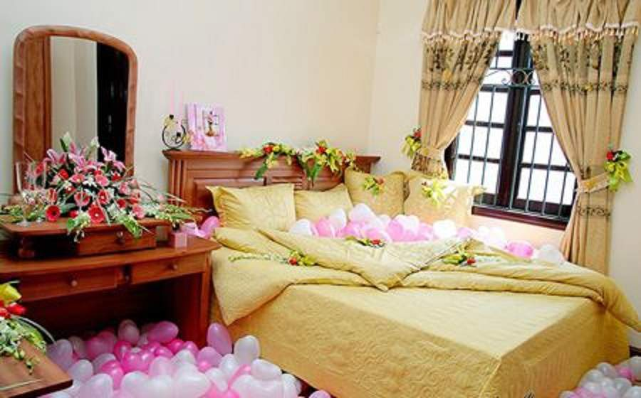 Trang trí phòng cưới đơn giản mà đẹp chú ý lựa chọn ga giường