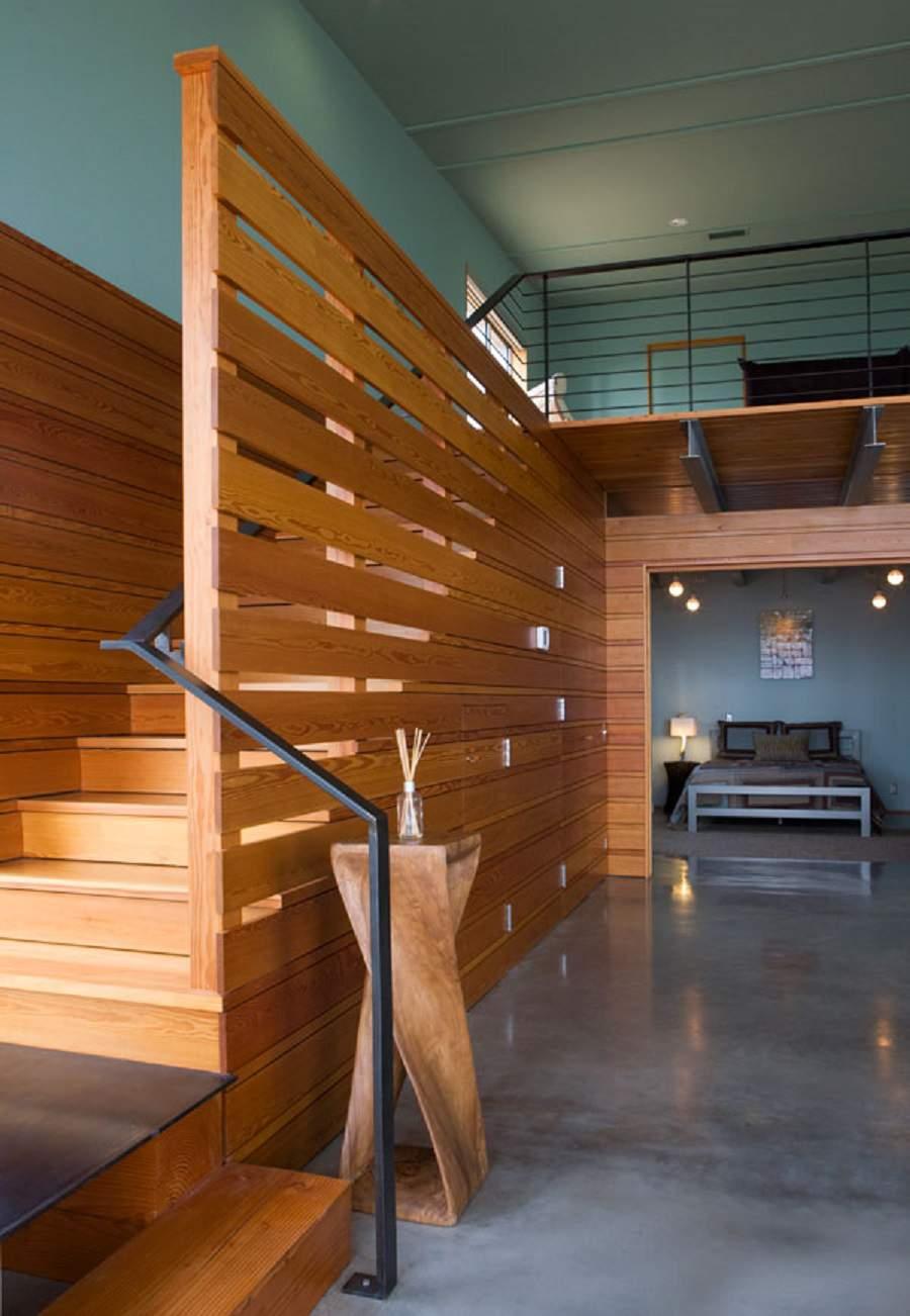 Vách ngăn gỗ giữa phòng khách và cầu thang đẹp nhất