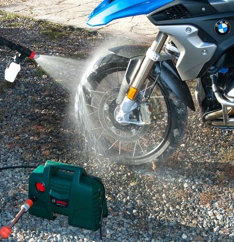 Máy phun xịt rửa xe BOSCH AQT100 (300L/H-1200W)