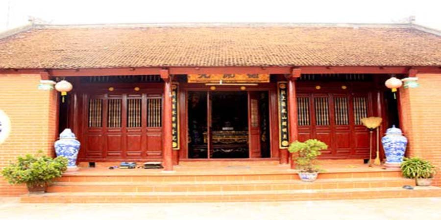 Thi công nhà gỗ 3 gian truyền thống dân tộc.