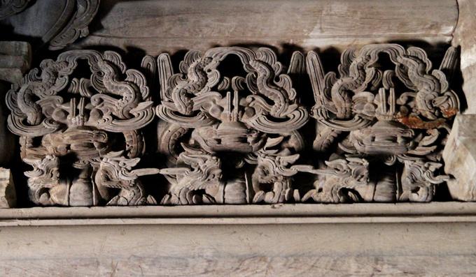 Theo các cụ cao niên trong làng, đình Đình Bảng có tất cả 28 kiểu chạm khắc bộ long và hàng chục kiểu chạm khắc bộ ly, quy, phượng, không một bộ nào giống nhau về hình thể cũng như kích cỡ.