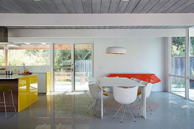Màu đơn sắc của gỗ cải thiện cho ngôi nhà trông đẹp mắt hơn