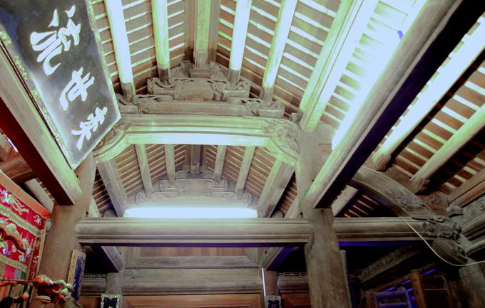 Ngôi nhà của dòng họ Nguyễn Thạc có sử dụng hệ cột gỗ đỡ mái xây - một kỹ thuật xây dựng gây kinh ngạc với các kiến trúc sư Nhật Bản khi phục chế ngôi nhà. Hệ cột chịu lực đỡ mái làm từ một tấn vật liệu bao gồm gạch, ngói và chất kết dính.