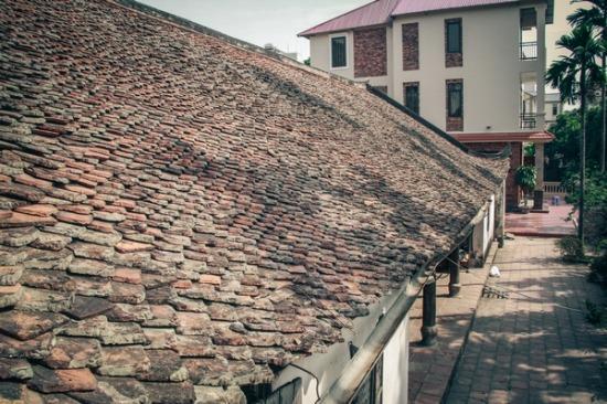 Ngôi nhà được xây dựng từ thế kỉ 18 thời vua Lê Hiến Tông. Qua 3 thế kỷ nhà thờ dòng họ Đỗ vẫn lưu giữ được tất cả những vật dụng tế lễ ngày xưa như: các hoành phi, câu đối, các hương án, giường thờ, bộ kiệu, ...