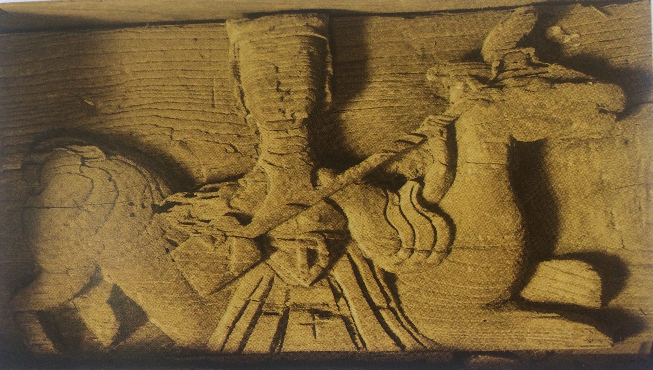 Các mảng chạm Rồng , hươu ,tiên đánh đàn đáy - phong cách nghệ thuật thời mạc