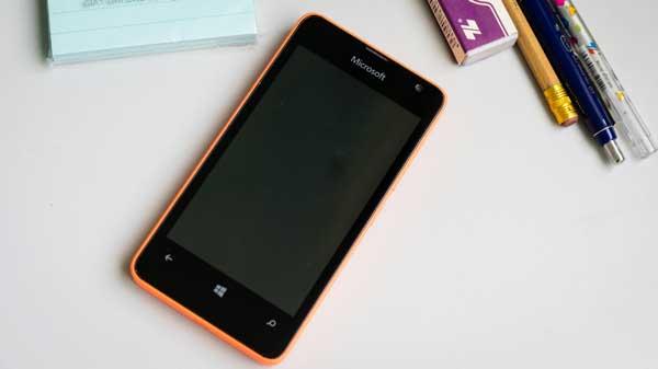 thay-mat-kinh-lumia-430