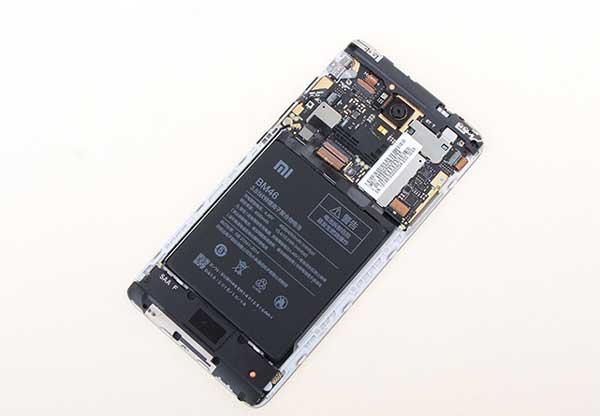 Thay pin Xiaomi Redmi 3 2