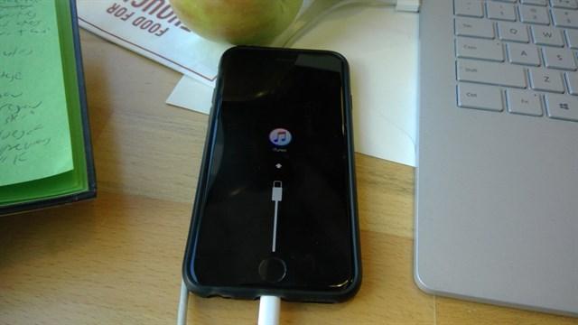 iphone-7-bi-treo-cap-1