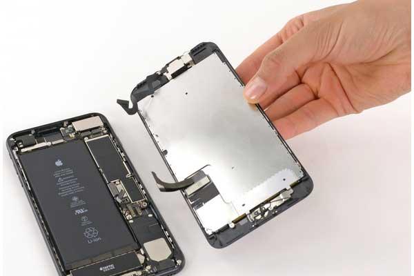 tu-thay-pin-iphone-7-plus-9