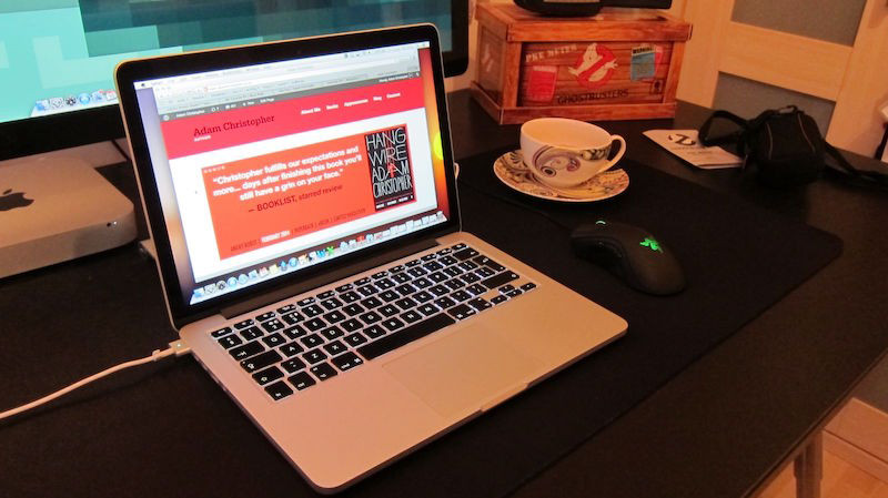 Thật bất ngờ khi vừa sạc vừa dùng Macbook giúp bảo vệ pin tốt hơn