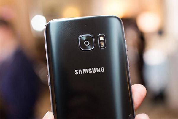 Camera Sau Samsung Bị Mờ? Khắc Phục tận gốc chỉ với cách này
