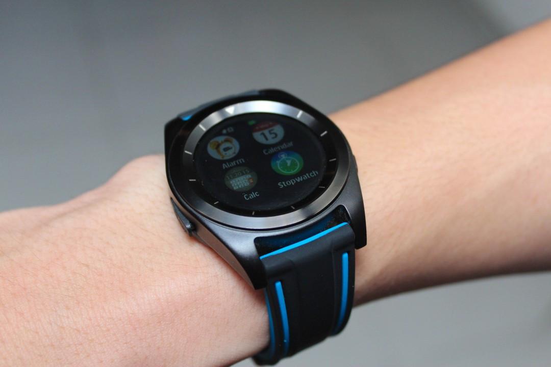 danh-bong-mat-kinh-samsung-galaxy-watch-active-2