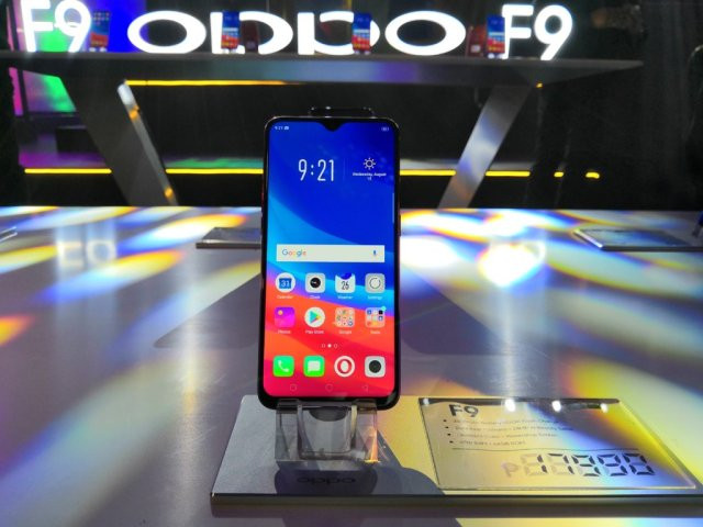 thay-mat-kinh-oppo-f9-2
