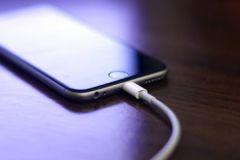 Hướng dẫn cách sạc pin iPhone 7 Plus mới đúng cách