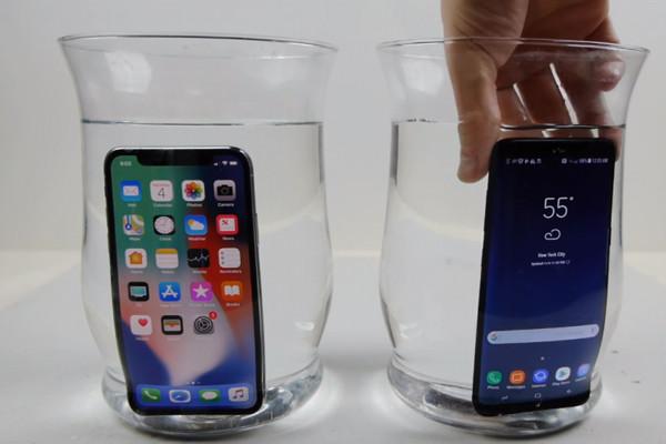 Giải đáp thắc mắc: iPhone X có ngâm nước được không?