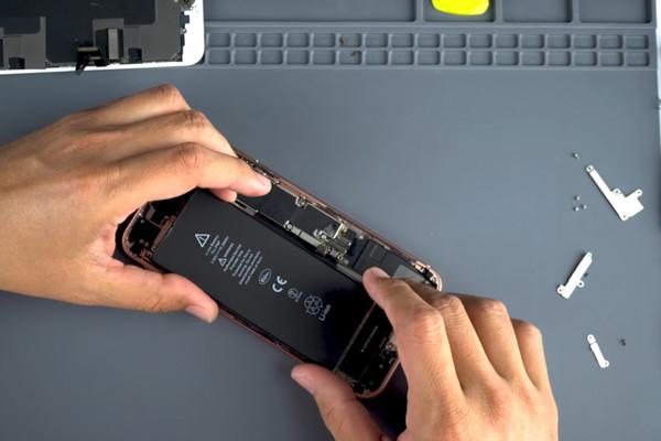 Hướng dẫn cách thay pin iPhone 8 Plus chi tiết, chính xác nhất