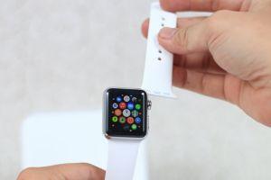 Cách tháo dây đồng hồ Apple Watch - Hướng dẫn vệ sinh dây đơn giản