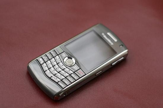 Điện thoại BlackBerry Pearl 8110 không được đánh giá cao về camera so với  Pearl 9110