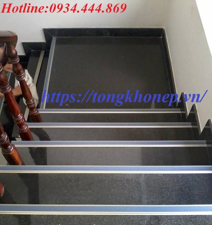 Nẹp ốp mũi bậc cầu thang