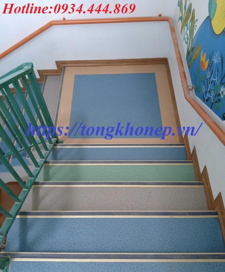 Nẹp nhôm chống trơn trượt cầu thang