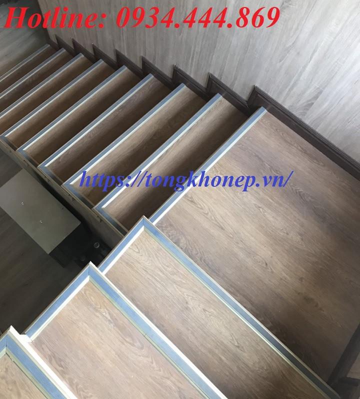 Nẹp ốp mũi bậc cầu thang NLP20