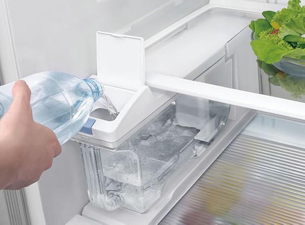 Tủ lạnh Hitachi không lấy được nước